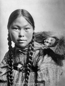 eskimo-baby-wearing